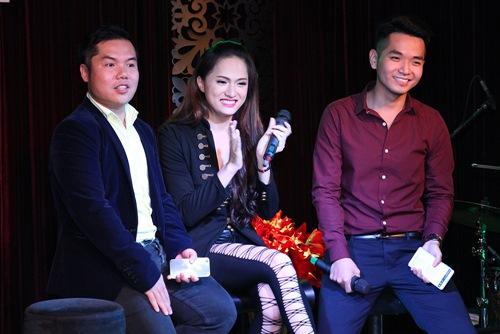 Hương Giang Idol bật khóc bên mẹ - 13