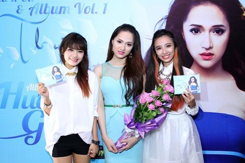 Hương Giang Idol bật khóc bên mẹ - 11