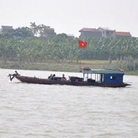 Cả gia đình đi tìm xác nạn nhân bị ném xuống sông