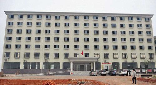 TQ chi hàng triệu USD xây trụ sở cho 8 công chức - 1