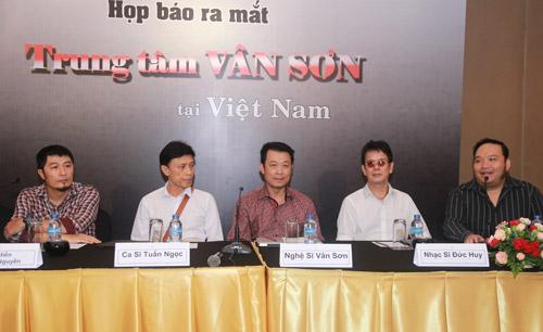 Danh hài Vân Sơn đưa cả ekip về Việt Nam - 3