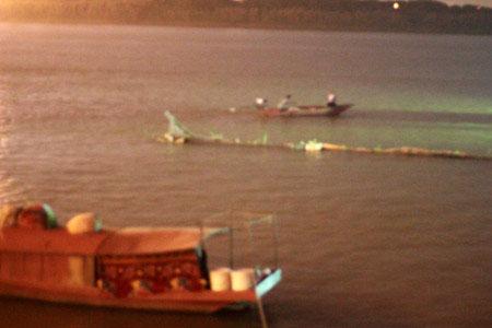 BV Bạch Mai thuê 20 thợ lặn mò tìm thi thể chị Huyền - 1