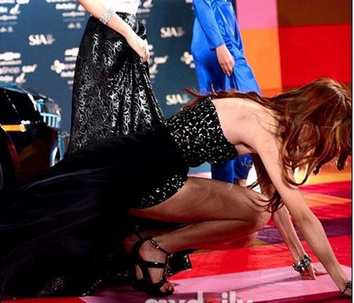 """Sao Hàn xấu hổ vì """"vồ ếch"""" trên thảm đỏ - 6"""