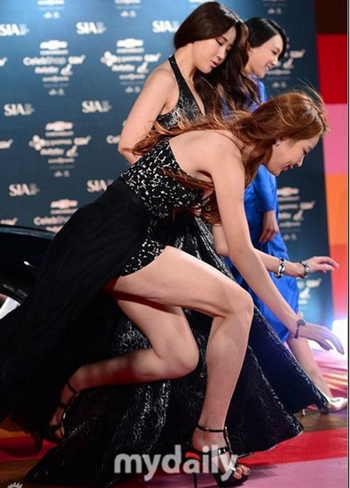 """Sao Hàn xấu hổ vì """"vồ ếch"""" trên thảm đỏ - 5"""
