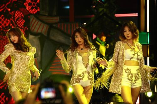 2 thành viên Sistar đã đến Hà Nội - 4
