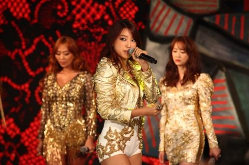 2 thành viên Sistar đã đến Hà Nội - 5