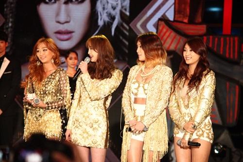 2 thành viên Sistar đã đến Hà Nội - 7