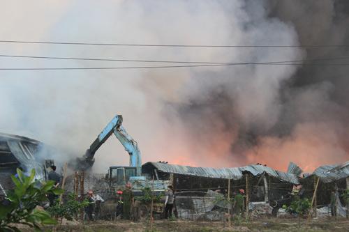 Cháy dữ dội ở Nhà máy Diana Bắc Ninh - 16