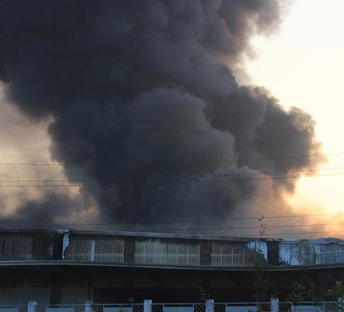 Cháy dữ dội ở Nhà máy Diana Bắc Ninh - 17