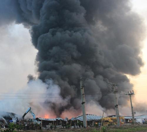 Cháy dữ dội ở Nhà máy Diana Bắc Ninh - 18