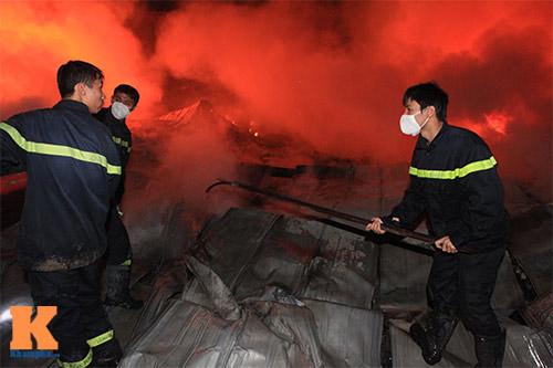 Chùm ảnh: Vật lộn dập lửa tại nhà máy Diana - 6