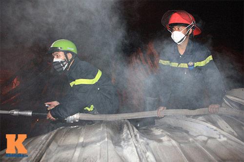 Chùm ảnh: Vật lộn dập lửa tại nhà máy Diana - 2