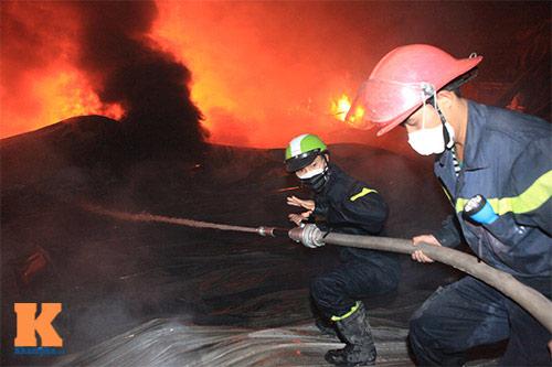 Chùm ảnh: Vật lộn dập lửa tại nhà máy Diana - 3