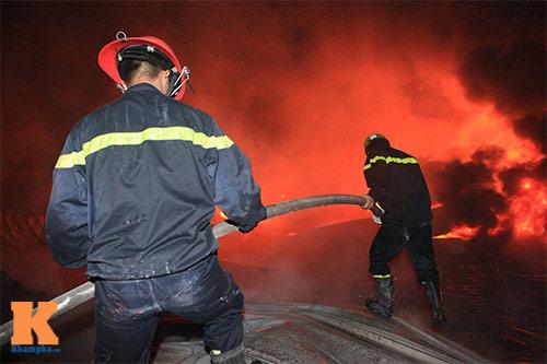 Chùm ảnh: Vật lộn dập lửa tại nhà máy Diana - 4
