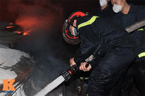 Chùm ảnh: Vật lộn dập lửa tại nhà máy Diana - 7