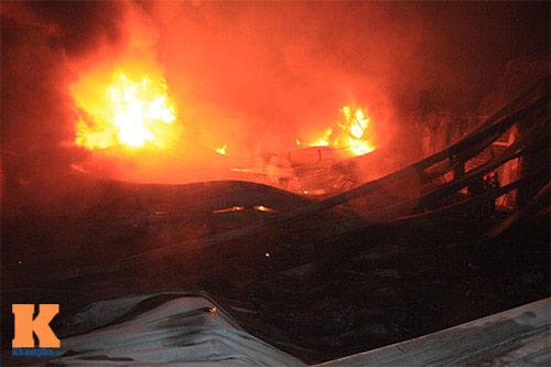 Chùm ảnh: Vật lộn dập lửa tại nhà máy Diana - 10