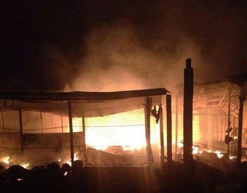 Nửa đêm, xưởng đệm mút bốc cháy - 2