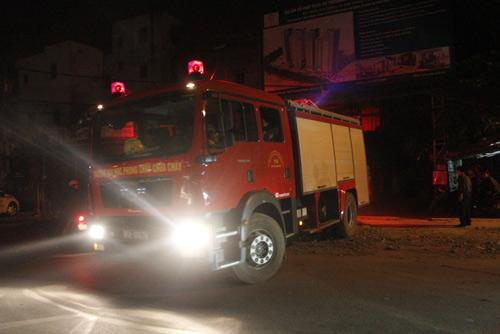 Nửa đêm, xưởng đệm mút bốc cháy - 1