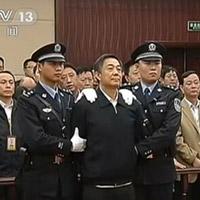Bạc Hy Lai bị giữ tay trong tòa phúc thẩm
