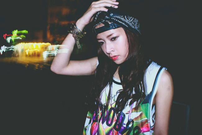 Không còn giữ vẻ ngây thơ, trong sáng, dễ thương như trước kia, Chi Pu lột xác trở thành một cô gái cá tính, mạnh mẽ và nổi loạn