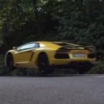 """Ô tô - Xe máy - Bộ đôi Lamborghini Aventador thi """"nhảy xa"""""""