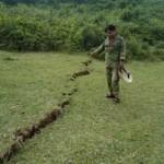 Tin tức trong ngày - Hà Tĩnh: Xuất hiện vết nứt 600m, sâu 2m sau bão