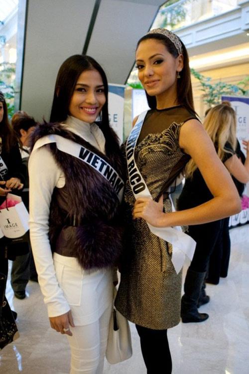 Trương Thị May nổi bật tại Miss Universe - 18