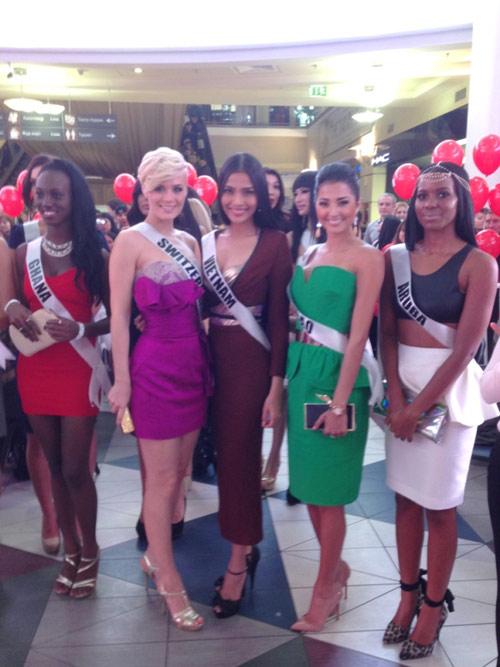 Trương Thị May nổi bật tại Miss Universe - 9