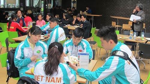 VĐV Việt ăn buffet, uống thuốc bổ chuẩn bị cho SEA Games - 1