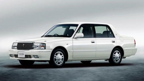 Toyota Crown 2014: Hiện đại trong dáng cổ - 3