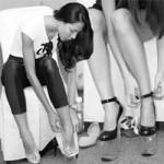 Thời trang - Mẫu Việt catwalk với giày 21cm