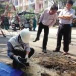 Tin tức trong ngày - Vụ mặt đường phát nổ: Hố nước vẫn sủi bọt