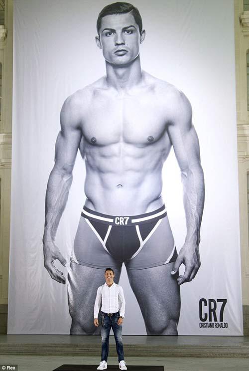 "Ronaldo bán đồ lót ""CR7"" - 2"