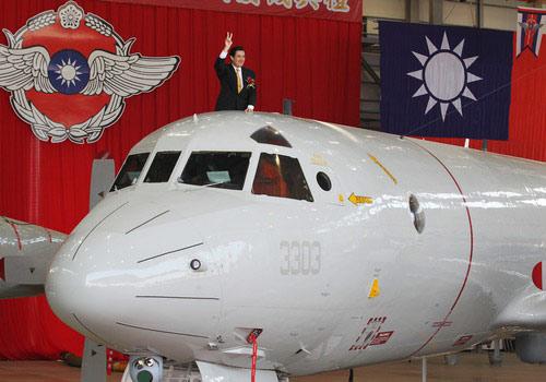 TQ khoe tàu ngầm, Đài Loan sắm máy bay đối chọi - 1