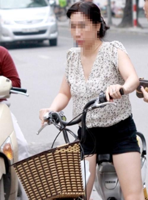 9X khoe thân rầm rộ trên xe đạp điện - 8