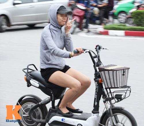 9X khoe thân rầm rộ trên xe đạp điện - 10