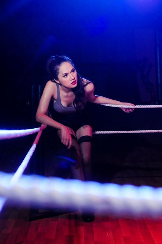 Hương Giang Idol hóa boxing girl gợi cảm - 2