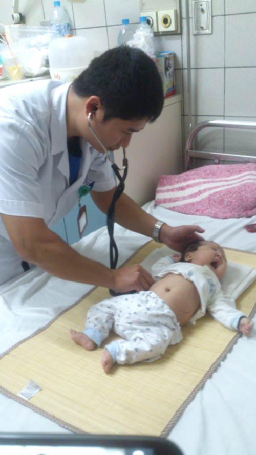 Bé 3 tháng tuổi bị viêm cơ tim tối cấp hiếm gặp - 1