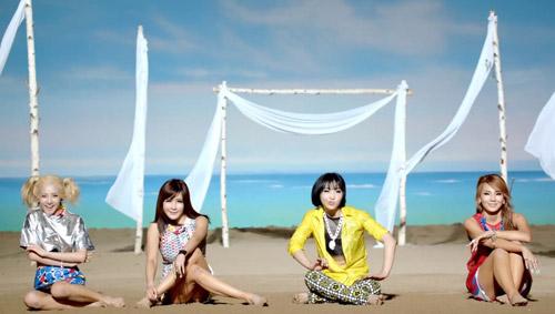 Những MV K-Pop đẹp lung linh trên biển - 3