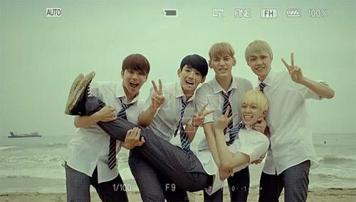 Những MV K-Pop đẹp lung linh trên biển - 9