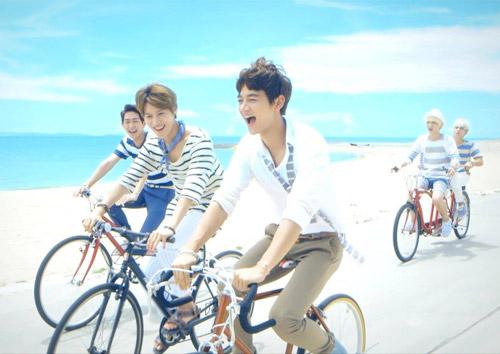 Những MV K-Pop đẹp lung linh trên biển - 1
