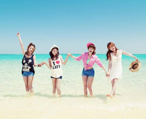 Những MV K-Pop đẹp lung linh trên biển - 13