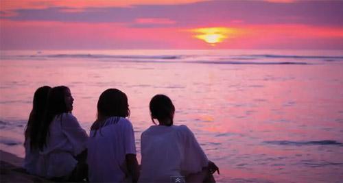 Những MV K-Pop đẹp lung linh trên biển - 12
