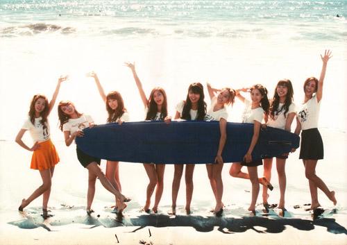 Những MV K-Pop đẹp lung linh trên biển - 17