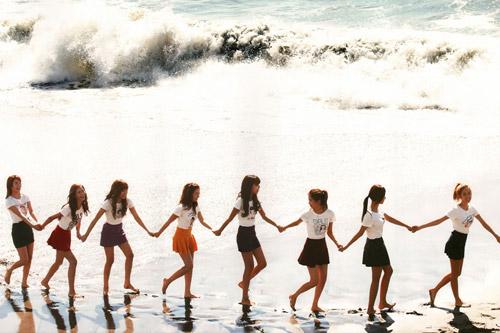 Những MV K-Pop đẹp lung linh trên biển - 16
