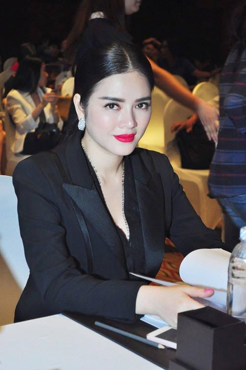 Mỹ nhân Việt say mê mốt lông mày ngang - 6
