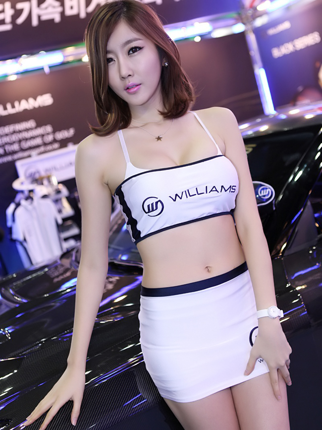 Người mẫu xe hơi nổi tiếng Hàn Quốc Choi Byeol Yee là cái tên không còn xa lạ tại các triển lãm ô tô. Với hình thể đẹp và khuôn mặt cuốn hút người đẹp Choi Byeol Yee luôn là tâm điểm chú ý tại các sự kiện mà cô tham gia.