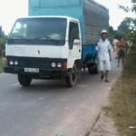 Tin tức trong ngày - Bé trai bị xe tải cán trước cổng trường