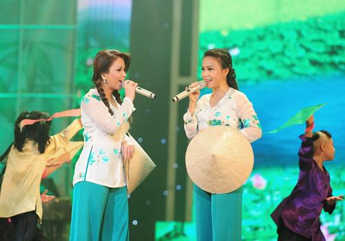 Minh Tuyết, Cẩm Ly đi xe máy trên sân khấu - 18