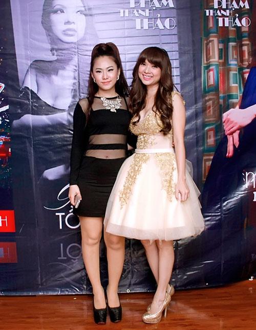 Hiếu Hiền tình tứ hôn Phạm Thanh Thảo - 3